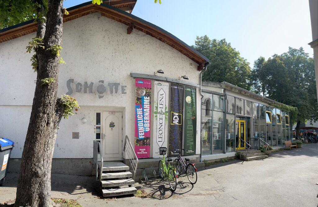 Die SCHOTTE in Erfurt ist ein Jugendtheater und theaterpädagogisches Zentrum, das auch soziokulturell wirkt.